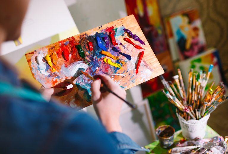 Арт-терапия как бессознательная проекция в виде рисунка
